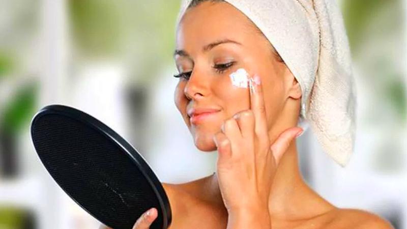 Чистка кожи лица у женщин утром