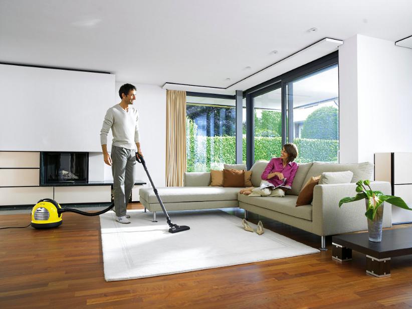 Уборка дома пылесосом
