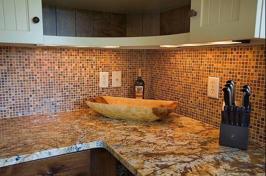 Использование мозаики в интерьере кухни