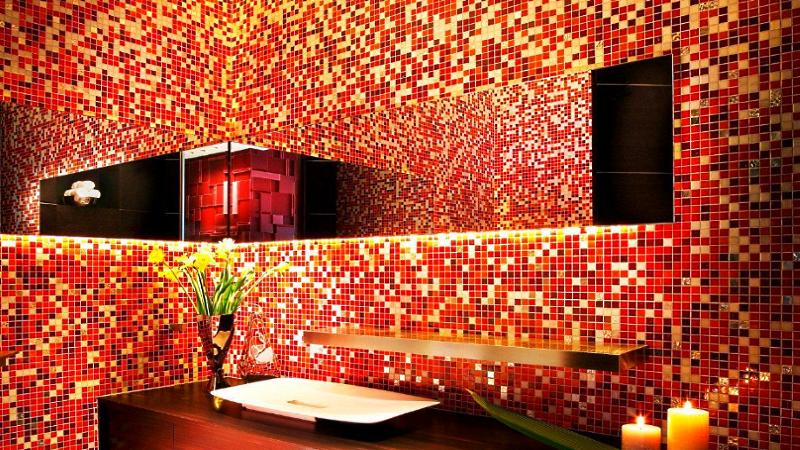 Использование мозаики в интерьере маленькой ванной