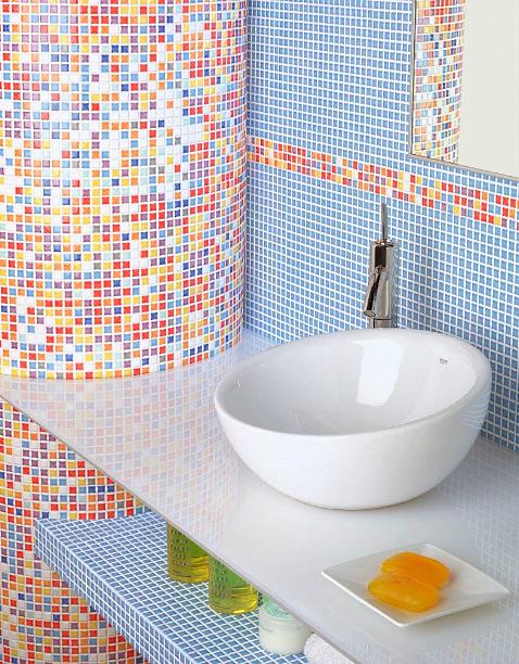 Мозаики в интерьере ванной комнаты у раковины