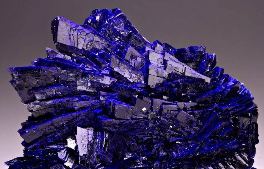 Азурит - Минерал синего цвета со стеклянным блеском