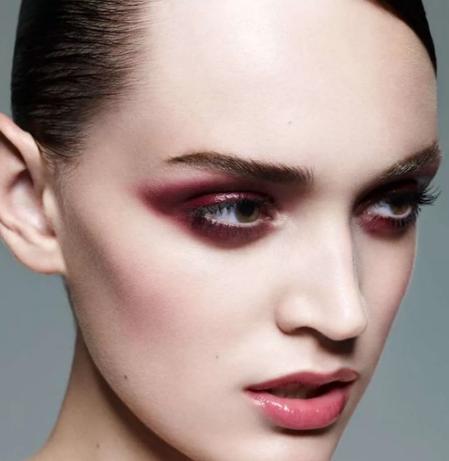 Картинка девушка, макияж Темно-бордовые крестообразные тени