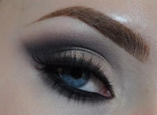 Фото Простой макияж с дымчатыми тенями на новый год